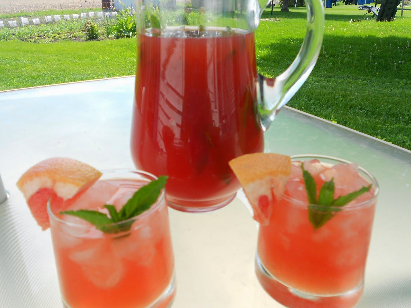 bourbon punch with grapefruit and mint mid-week mixers