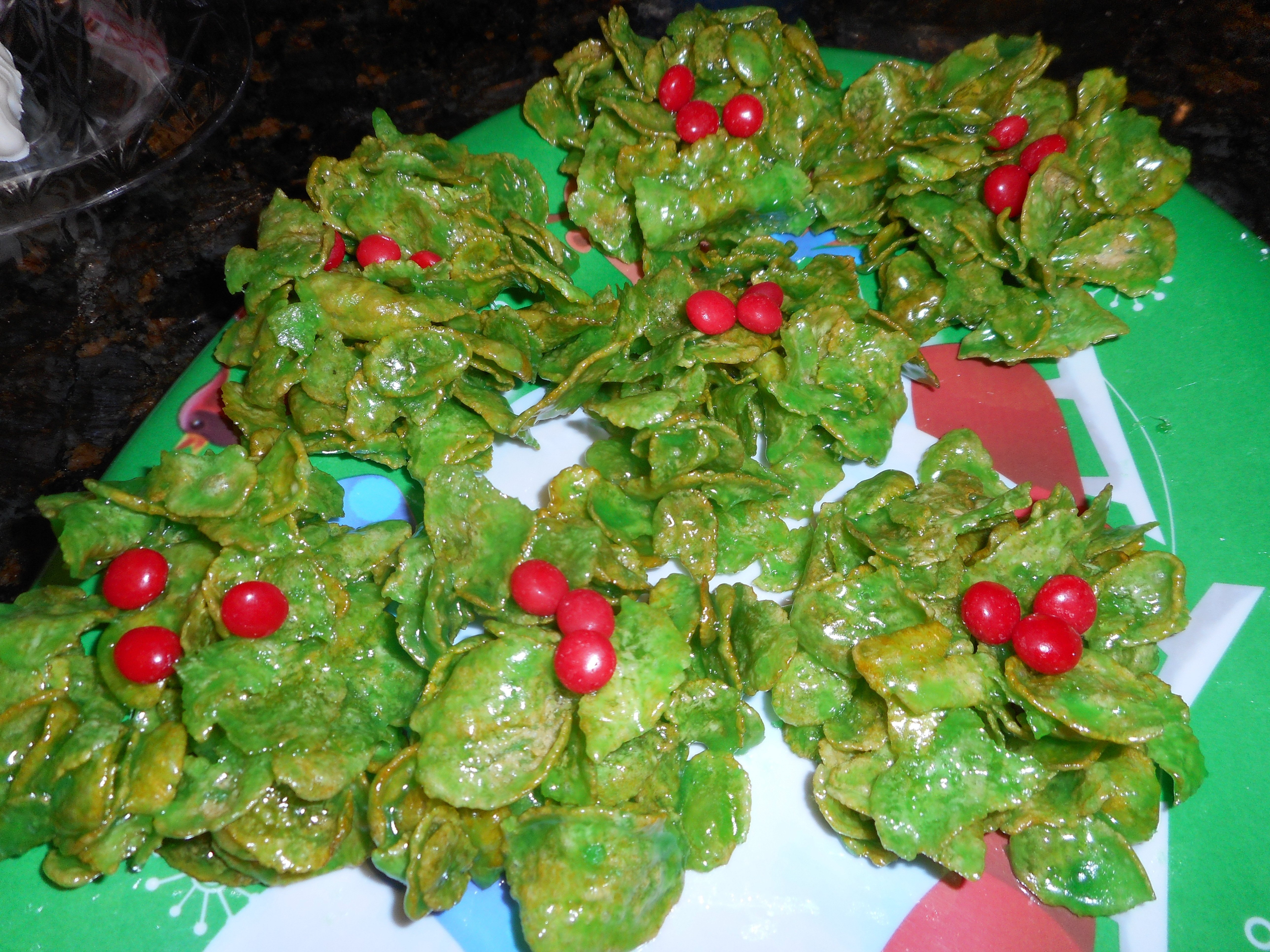 Holly Wreath Cookies – Mid-Week Mixers